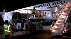 Avión de Aeroméxico con insumos médicos aterriza en AICM