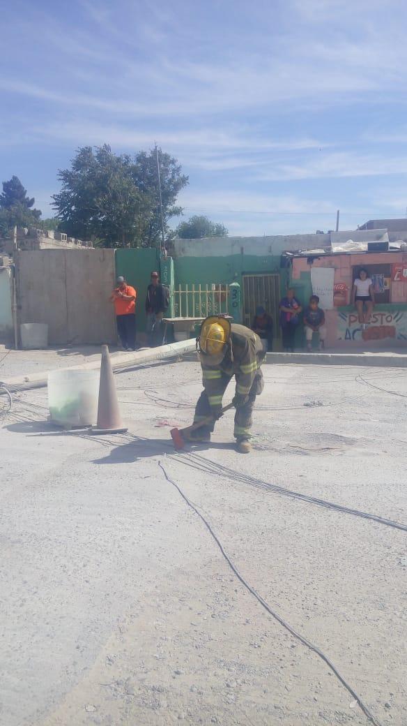 Atiende Departamento de Bomberos incendio en maleza, fuga de gas y poste caído