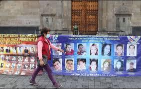 Familiares de desaparecidos instalan plantón en Palacio Nacional