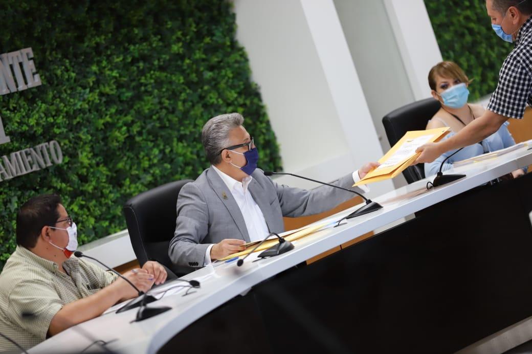 Recibe Municipio propuestas de empresas para licitar diversos servicios