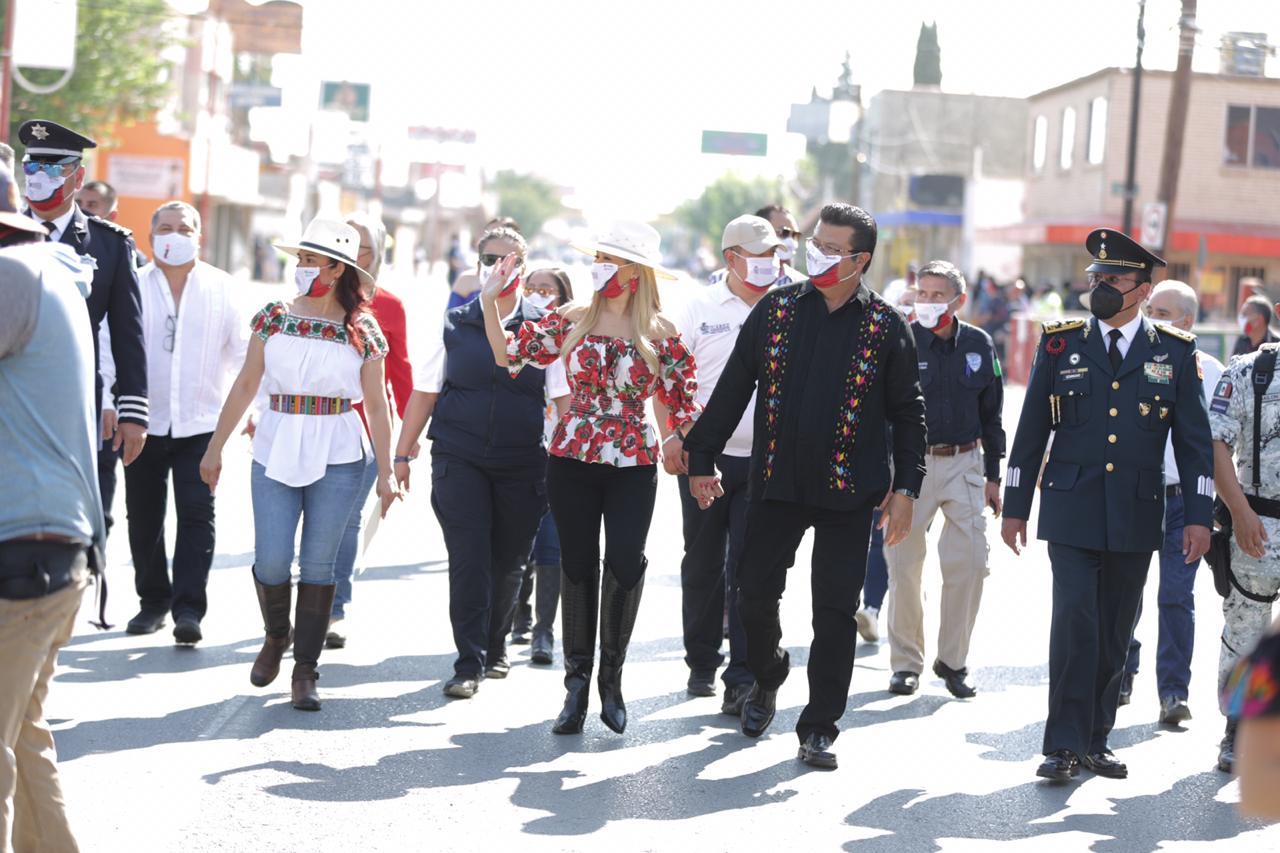 Con desfile cívico-militar se conmemora el 210 Aniversario de la Independencia de México