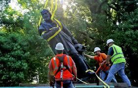 Intentar derribar estatua de Cristóbal Colón