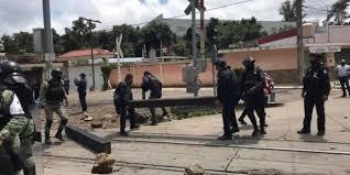 Desalojo de vías en Michoacán dejan 14 oficiales heridos