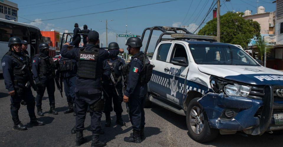 Presuntos criminales queman autos y bloquean caminos en el sur de Veracruz