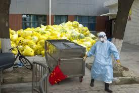Personal de limpieza del IMSS demanda equipo en buen estado y considerarlos para la vacuna