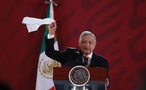 Con pañuelo Blanco AMLO,  asegura que no hay Corrupción