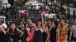 Al menos 62 mujeres policías y 19 manifestantes resultaron heridas en la marcha del Día de la Mujer